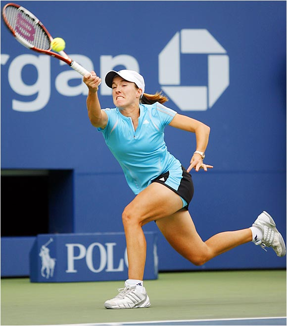 Even with a rib injury that required attention after the opening set, Justine Henin-Hardenne beat two-time former Open champion Lindsay Davenport on Wednesday.