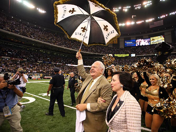 Saints owner Tom Benson and wife, Gayle, celebrate his team's first win on <i>Monday Night Football</i> since 1992.