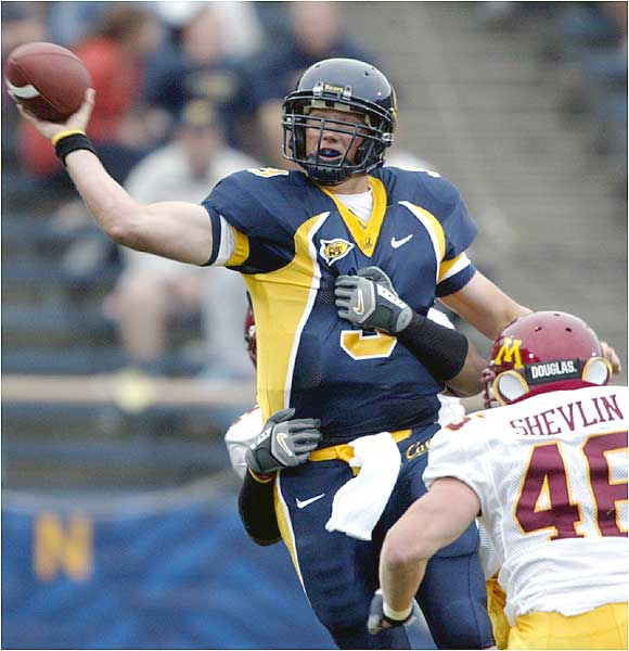 Nate Longshore threw for 300 yards and four touchdowns as Cal rebounded from an opening-week loss to Tennessee.
