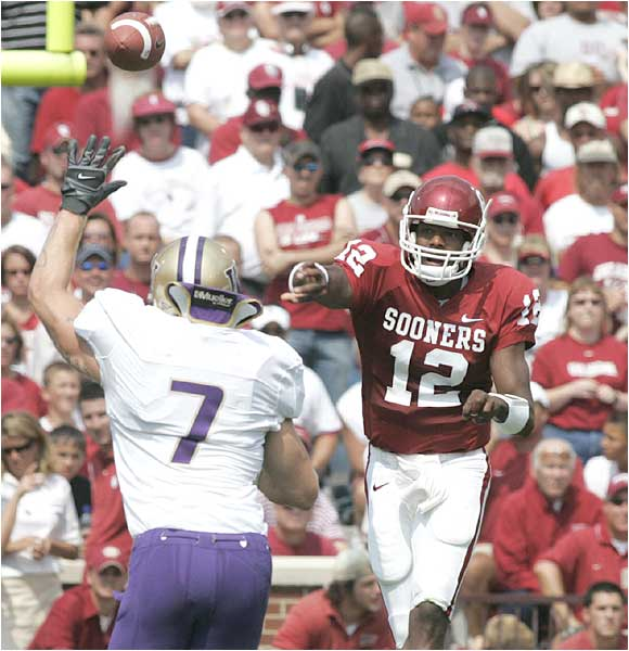 Sooners quarterback Paul Thompson (12) threw for 272 yards and two touchdowns as Oklahoma pulled away in the second half.