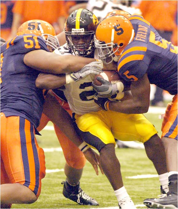 Albert Young (center) and the Hawkeyes survived Syracuse without injured starting quarterback Drew Tate.