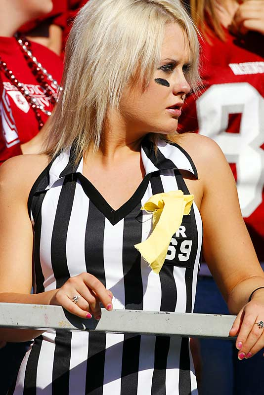 Without a doubt, this fan at Saturday's Washington State-Cal game was one of the best looking refs we've ever seen.