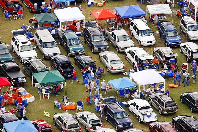 It may no longer be known as the World's Largest Cocktail party, but don't tell that to these fans who enjoyed the tailgate before Saturday's UGA-Florida game.