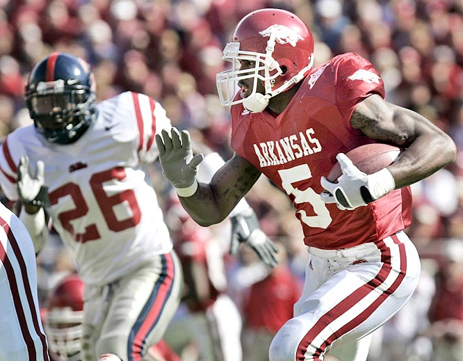 Darren McFadden scored on a 4-yard run and a 70-yard pass from Mitch Mustain as the Razorbacks rolled.