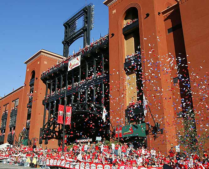 Fans await the arrival of players outside Busch Stadium during the victory parade.