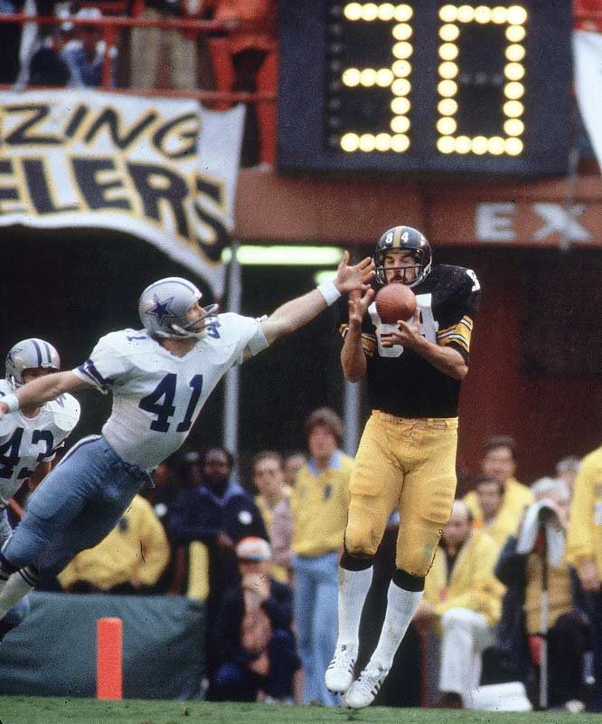 Steelers tight end Randy Grossman snags a ball from Terry Bradshaw. Grossman caught three balls for 29 yards on the day.