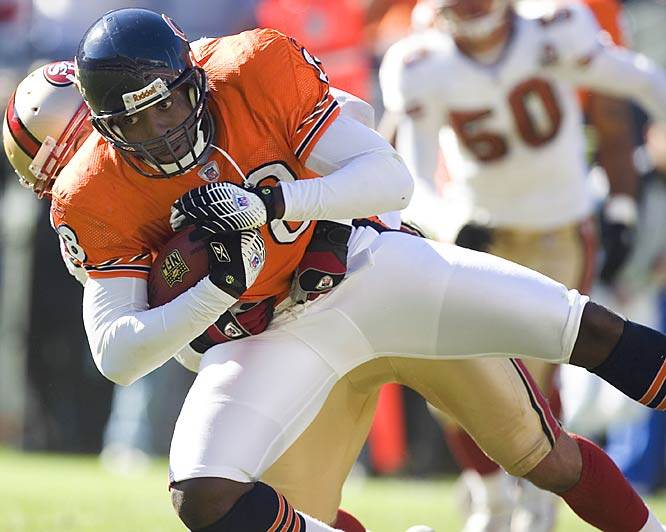 Chicago tight end Desmond Clark caught six passes for 86 yards and two touchdowns from Rex Grossman as the Bears routed San Francisco at Soldier Field.