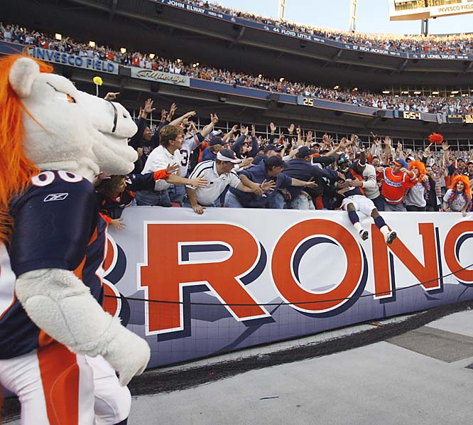 Denver Broncos Mike Bell celebrates with the fans early in the game.