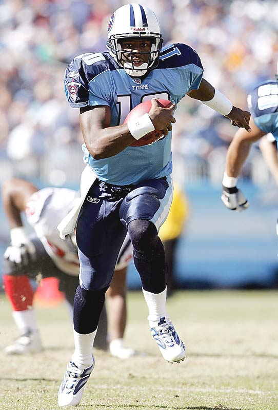 Vince Young rushed for 20 yards and one touchdown and threw a 20-yard scoring pass against Houston to give the Titans consecutive wins for the first time in 39 games.