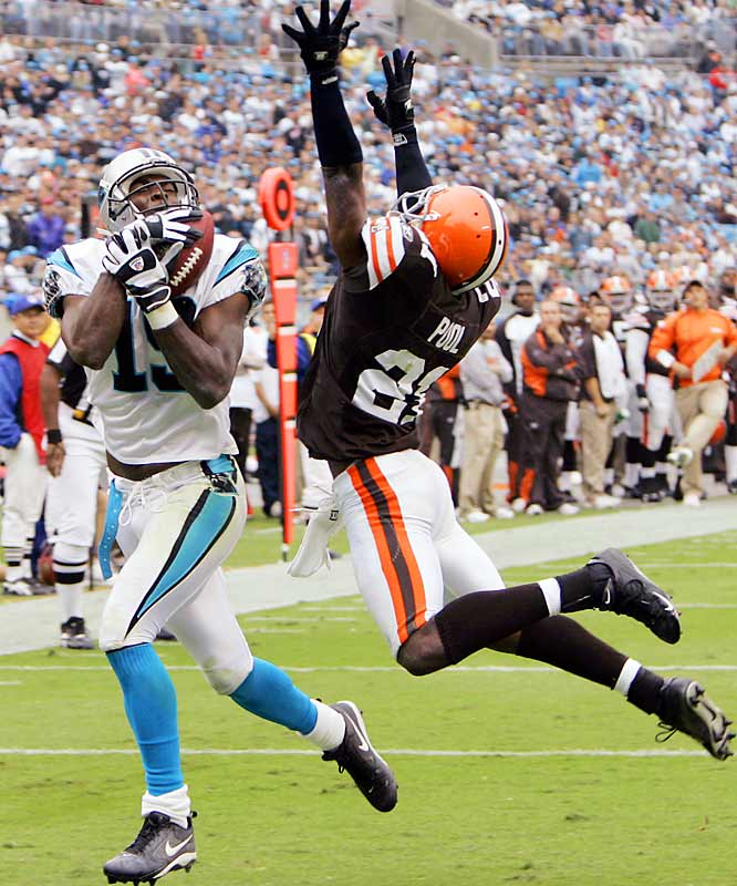 Panthers receiver Keyshawn Johnson catches a 17-yard touchdown pass against Browns defensive back Brodney Pool in the second quarter.