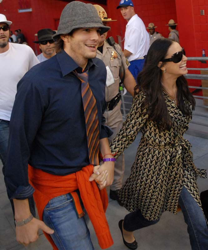 Another Hollywood couple attended a sporting event this week, as Ashton Kutcher and Demi Moore took in the Bears-Cardinals thriller.