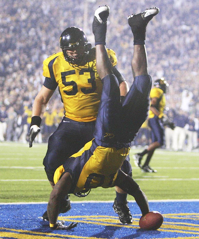 Marshawn Lynch (10) scored on a 24-yard pass from Nathan Longshore and ran in a 4-yard touchdown as Cal won its eighth straight.