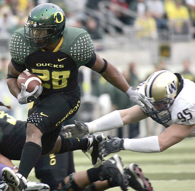 Jonathan Stewart ran for 157 yards and two touchdowns as the Ducks beat Washington for the fifth time in six games in Eugene.