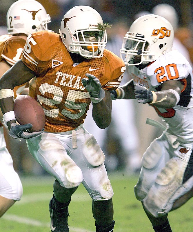 Jamaal Charles ran for 71 yards, including a 9-yard touchdown, as the Longhorns won their 21st straight Big 12 game.