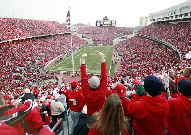 An announced overflow crowd of 105,708 at Ohio Stadium watched Ohio State hold on to beat Michigan 42-39 and settle the battle for No. 1.