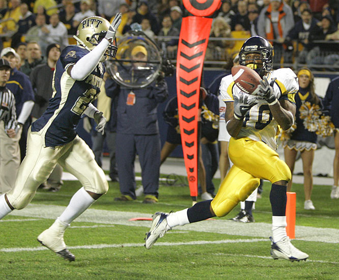 Steve Slaton hauls in one of his two touchdowns as the Mountaineers improved to 9-1 on the season.