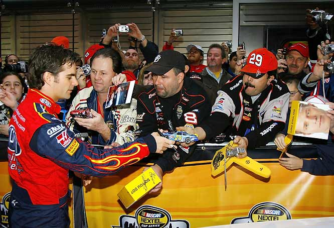 Hey, there ARE some NASCAR fans in New York ... and they're clamoring for Jeff Gordon's autograph.