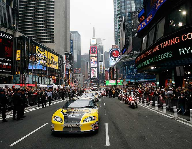 A pace car lines up the drivers as they prepare for the Manhattan victory lap through the streets of midtown New York.