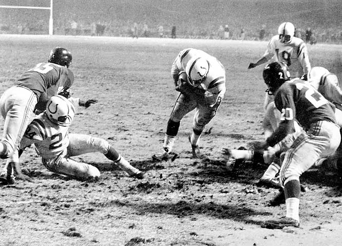 The 1958 title game between the Colts and Giants was loaded with Hall of Famers on both sides of the ball. It was the first pro football game to draw a huge national television audience and the contest didn't disappoint. Johnny Unitas led the Colts to a tie with a dramatic final-minute drive and then Alan Ameche plunged into the end zone to give Baltimore the overtime win.