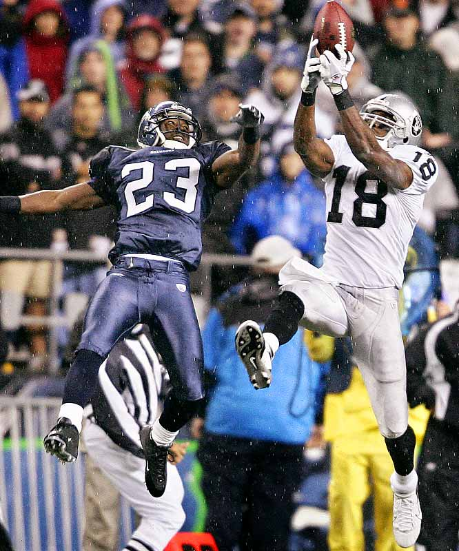 33 ... Randy Moss and the Raiders haven't scored an offensive touchdown on their last 33 possessions, a streak that goes back to the first quarter against Arizona on Oct. 22. They have two TDs on their last 47 possessions going back to the fourth quarter against the 49ers on Oct. 8. They've been held without an offensive TD in 15 of their last 16 quarters.