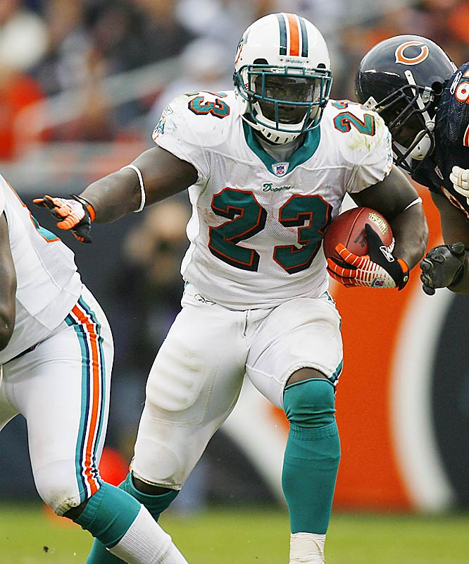 Miami running back Ronnie Brown ran for a career high 157 yards as the Dolphins handed Chicago its first loss.  The Bears' 7-0 start was the franchise's best since the 1985 championship team won its first 12 games before losing to the Dolphins in Miami.