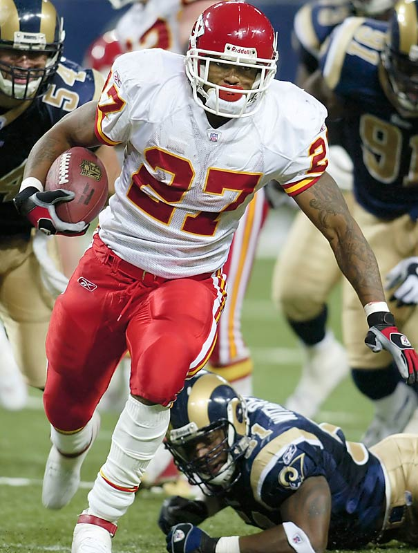 Kansas City running back Larry Johnson ran for 172 yards and a touchdown against a St. Louis defense that had allowed San Diego's LaDainian Tomlinson to rush for 183 yards a week earlier.  Kansas City has outscored St. Louis 134-61 in their last three meetings.