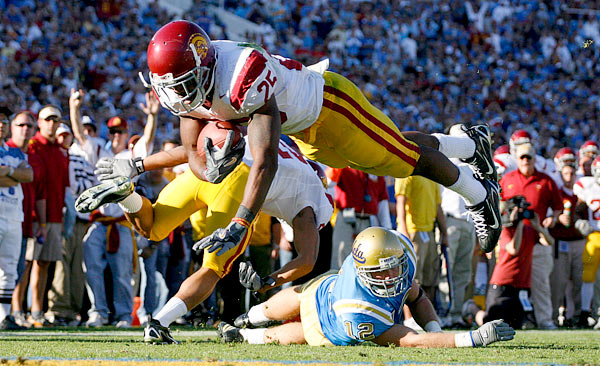 USC's C.J. Gable dived into the end zone in the second quarter to give the Trojans a 9-7 lead at halftime. It turned out to be the last points the Trojans would score.