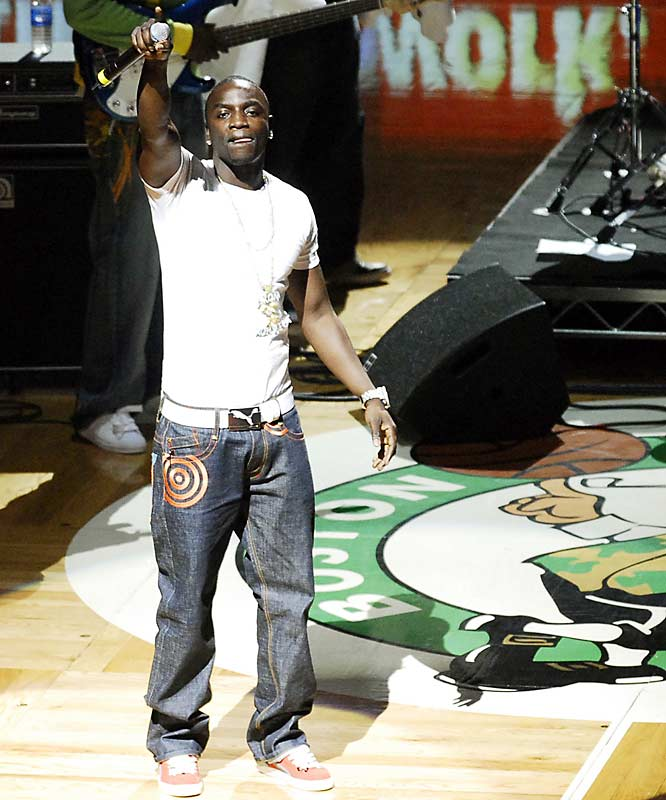R&B star Akon, who currently holds the No . 1 and 2 slots on the Billboard Hot 100 chart, performed after Wednesday's game New Jersey-Boston game, giving Celtics fans a glimpse of what success looks like.