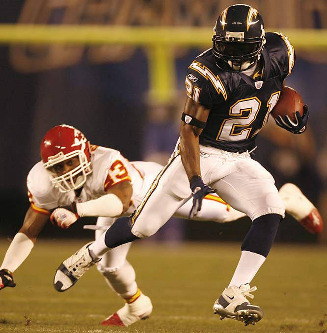 LaDainian Tomlinson had 25 carries for 199 yards and two touchdowns, including an 85-yard run late in the second quarter, giving him 31 touchdowns (28 rushing) on the season.