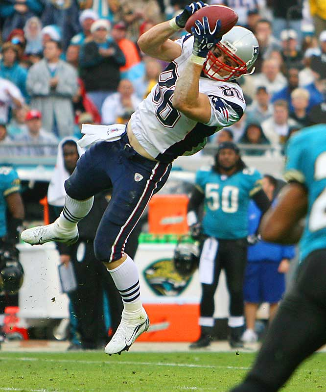 Tight end David Thomas had five catches for 83 yards, including a 22-yard touchdown pass in the third quarter to help New England beat Jacksonville and clinch their fourth consecutive AFC East crown.