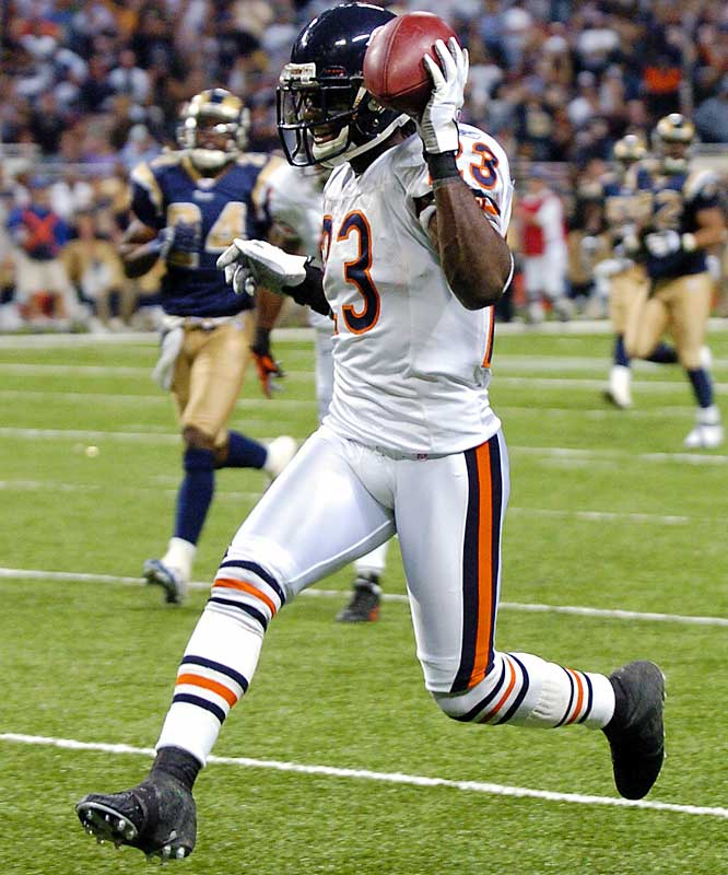 2 ... Bears rookie Devin Hester has six combined kick returns for touchdowns in 13 games, not only establishing an NFL single-season record for combined kick returns for touchdowns but also putting him almost halfway to the NFL record of 13 career kick returns for TDs set over 14 years by Brian Mitchell. Hester, who had only returned two kickoffs in his life, is the sixth player in NFL history to return two for touchdowns in the same game.