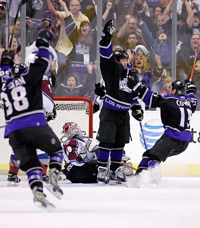 Raising both arms after a goal is so popular that other teammates do it ... as do the fans sitting in the stands. But the Kings' Craig Conroy puts on a nice one-arm-down variation after this goal.