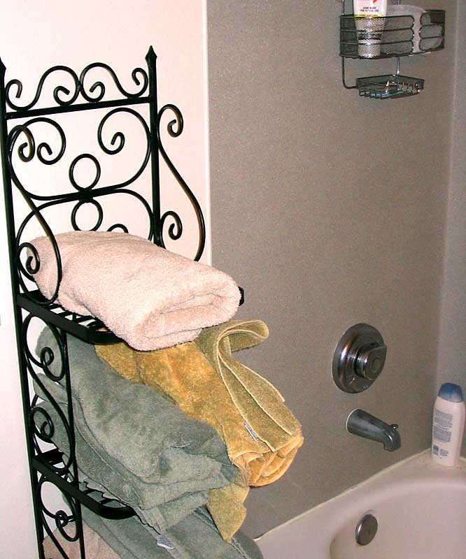 College apartment or Holiday Inn? A crystal clean bathroom and an abundant selection of towels make one wonder...