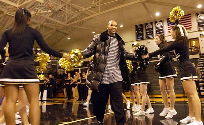 Detroit Tigers OF Gary Sheffield receives a warm welcome as he is introduced to the student body at Oakland University in Rochester Hills, Mich. last Wednesday.