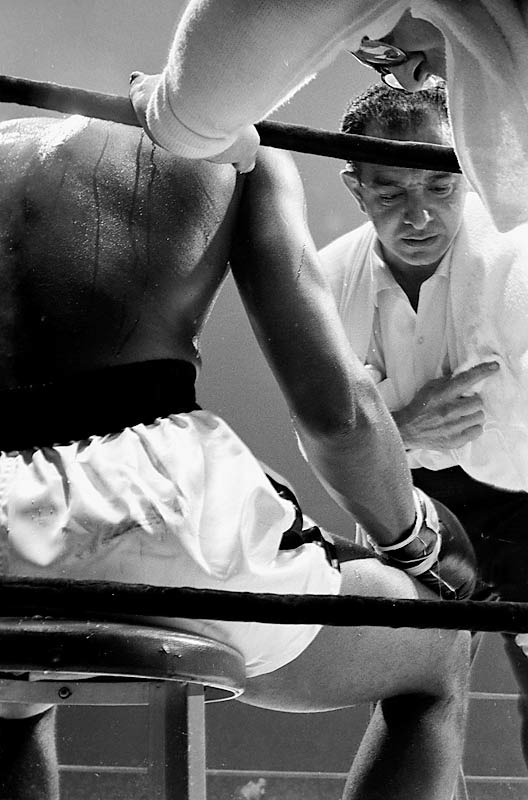 Clay and trainer Angelo Dundee.