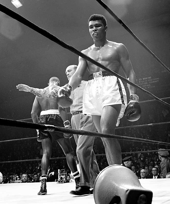 Clay during his 10-round decision over Jones.
