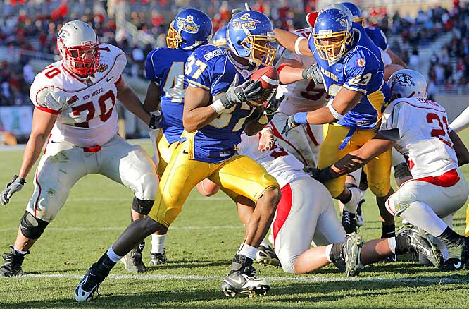 In the game's biggest play, Matt Castelo caused a fumble at the goal line and Damaja Jones returned the ball to the New Mexico 37.