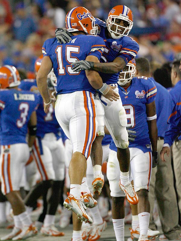Tim Tebow (15) and Andre Caldwell put the finishing touch on an stunning first-half, connecting on a 1-yard TD toss to put Florida ahead 34-14.