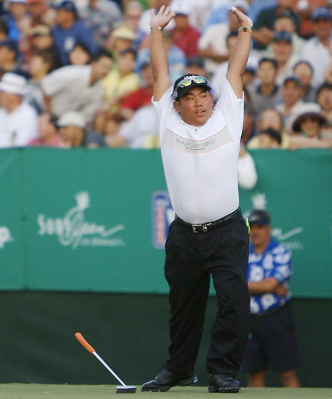 Fujikawa sealed the deal by draining a 15-foot birdie putt on the 18th hole that electrifed the crowd. That capped his 4-under round of 66 and gave him a spot in the weekend field.