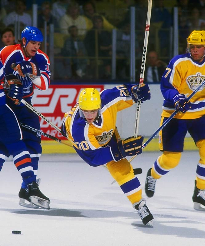 Drafted 171st overall in the 1984 Entry Draft by the Los Angeles Kings, Robitaille burst onto the NHL scene in 1986.