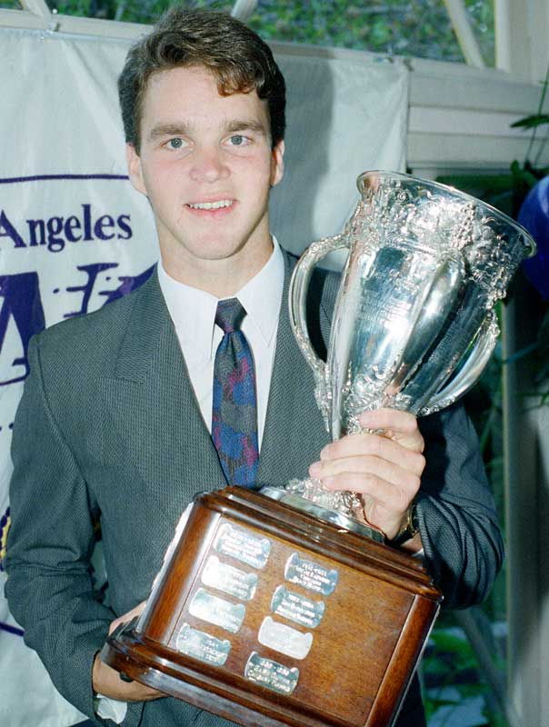 Robitaille won the Calder Memorial Trophy as the 1986-87 rookie of the year after scoring 45 goals and 39 assists.