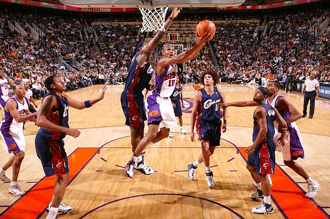 Steve Nash posts a season-high 21 assists -- his second game this season of 20 or more assists. (Leandro Barbosa in photo)