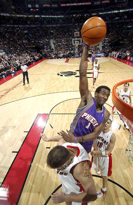 After a slow start back in his native Canada, Steve Nash scores 13 of his 15 points in the fourth quarter. (Amare Stoudemire in photo)