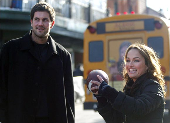 Matt Leinart seems to be enjoying his offseason. He took in the Sundance Film Festival, where he taught Food Network chef Giada De Laurentiis how to toss a football.