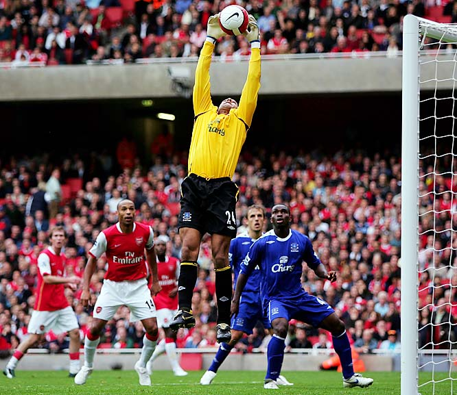 After a stellar debut as Manchester United's starting keeper in '03-04, Howard fell back to earth -- and straight onto the bench -- the following season. Now he's having the last laugh as the starting keeper at Everton. Howard has 12 shutouts through 27 matches and an incredible .81 goals-allowed average this season, cementing his place among the elite club of successful American keepers in the Premiership.