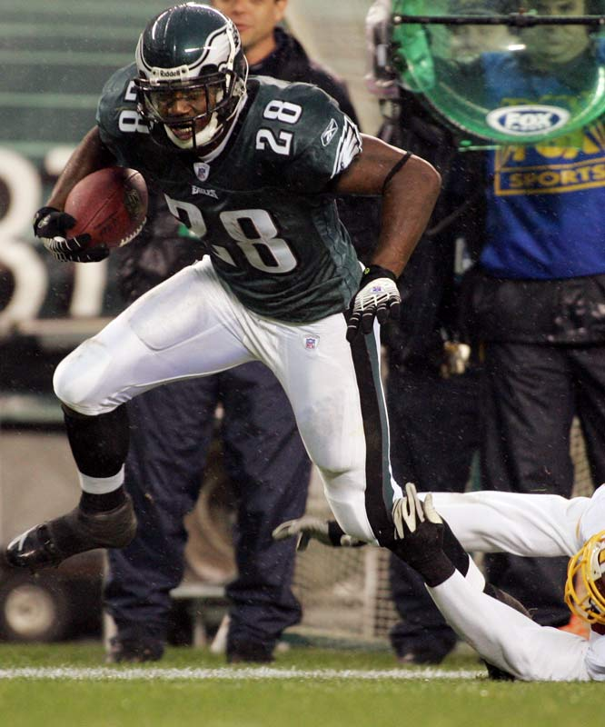 Buckhalter finally had a healthy season in 2006 and played well for the Eagles. He could be a starting tailback in the NFL, but the seven-year veteran's history of major knee injuries will keep the value of his contract down a bit.