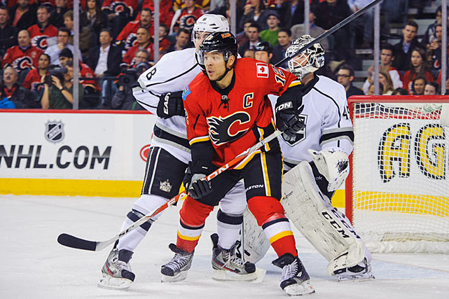 With the NHL trade deadline approaching, teams are trying to bulk up for the stretch drive. The Penguins have made an early splash by acquiring three veterans: forward Brenden Morrow from the Dallas Stars (for defensive prospect Joe Morrow and a 2013 fifth-round pick), defenseman Douglas Murray from the Sharks (for 2013 and '14 second-round picks) and, most notably, winger Jarome Iginla from the Flames (for two prospects and a 2013 first-rounder). Whether these players become key components of a Stanley Cup championship remains to be seen, but the Penguins were considered the heavy favorites. Here are some other notable stretch drive acquisitions that helped teams reach the Cup final or secure the old chalice.