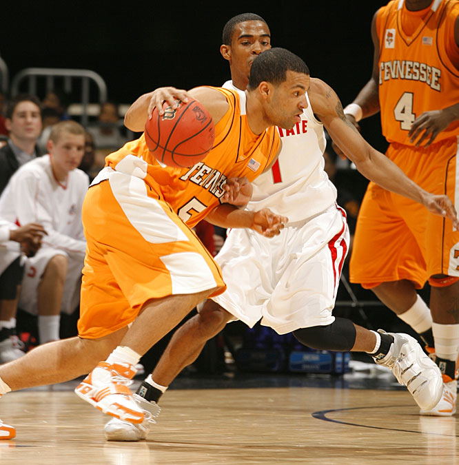 Chris Lofton hit 6-of-13 three-point attempts and led the Volunteers with 24 points.