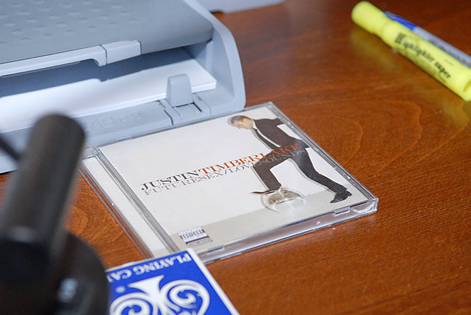 Sitting on his pretty clean and organized desk is, what else, but a Justin Timberlake cd.