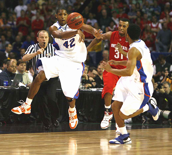 Al Horford passes the ball up the court to a teammate as Ohio State's Daequan Cook gives chase.